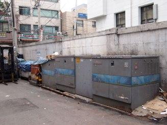 Messages (this trust in people) / acrylique sur papier, installation dans le quartier d'eulgiro, Seoul - acrylic on paper, street installation in Eulgiro, Seoul